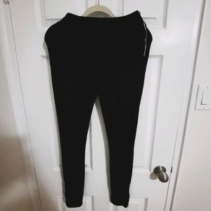 Black leggings W size and ankle zippers